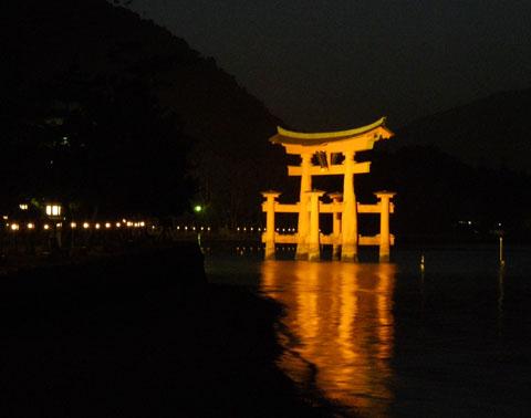 厳島神社本殿